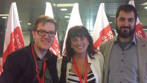 Silvia Faja, entre els regidors socialistes de Capellades, Carles Cuerva i Aaron Alcázar.
